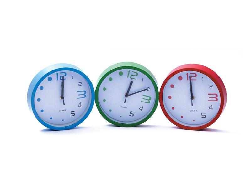 Zidni sat sa plastičnim okvirom (332567)